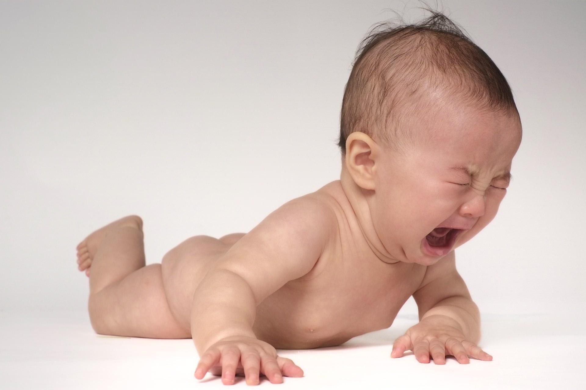 予防接種の痛みで大泣きする赤ちゃん