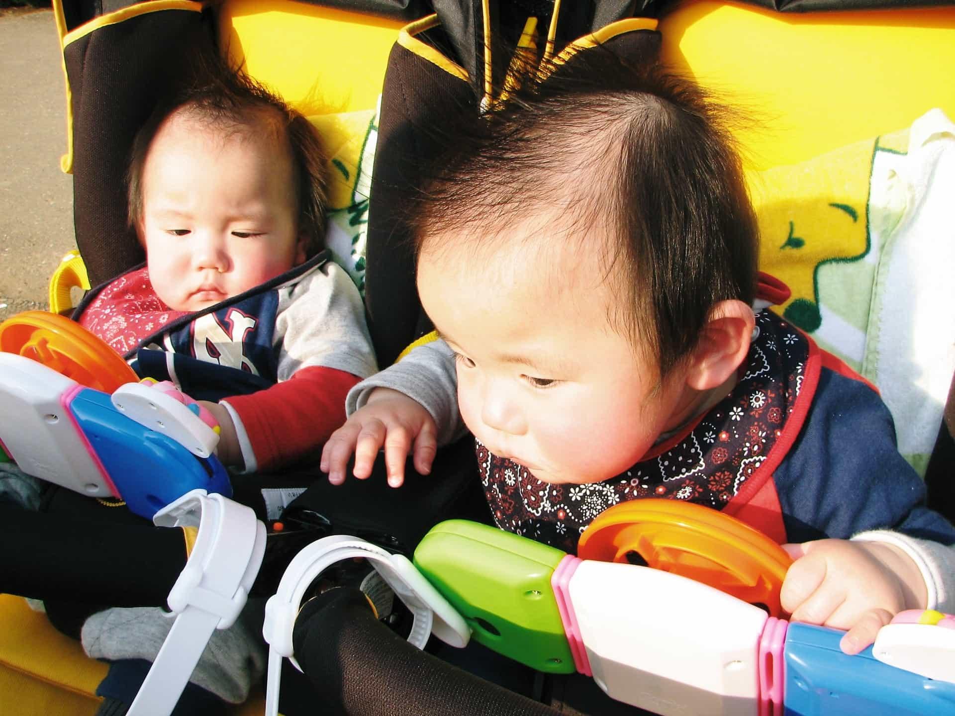 双子の赤ちゃん