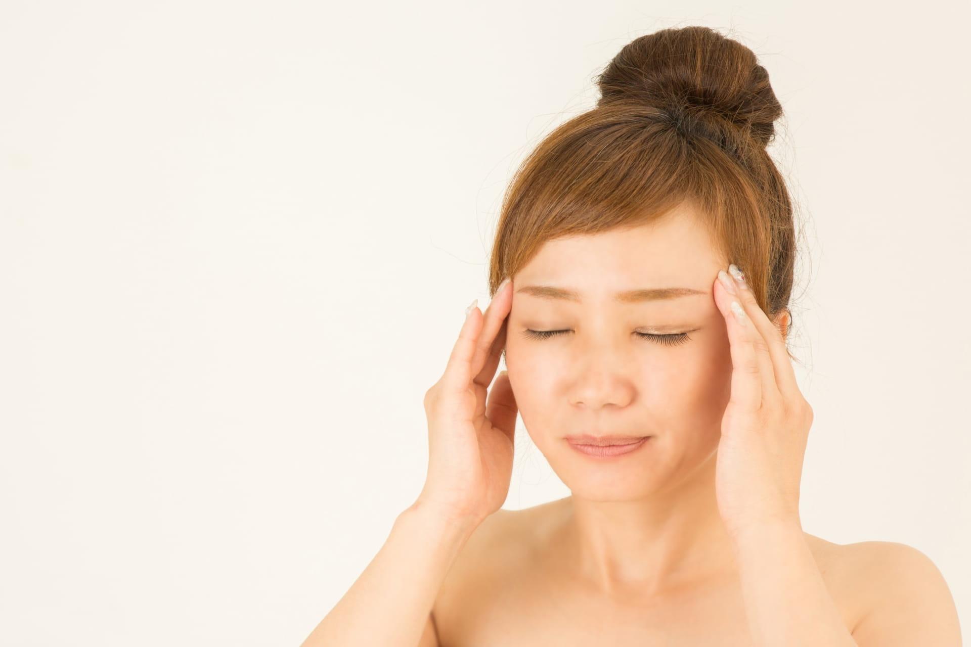 こめかみ 頭痛 原因