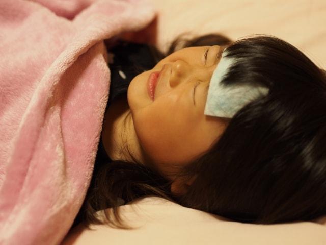 インフルエンザで高熱が出た女の子